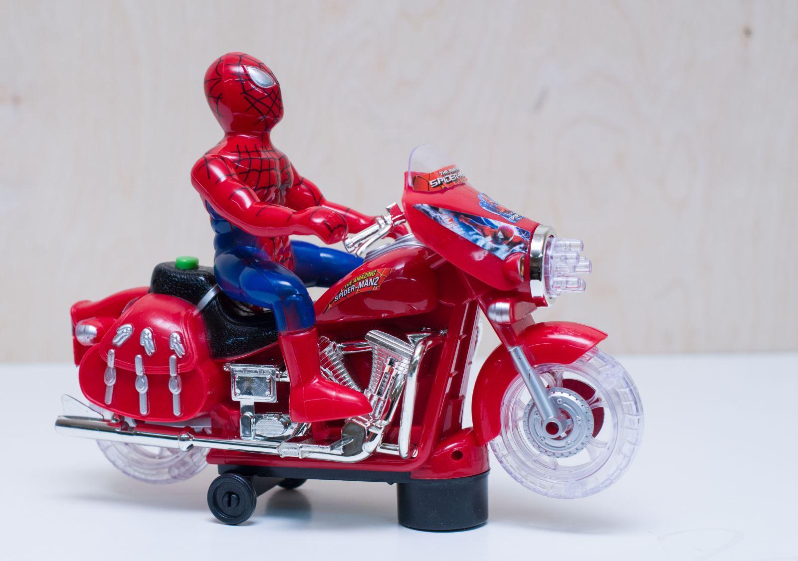 Человек-паук на мотоцикле (игрушка музыкальная, ездит)